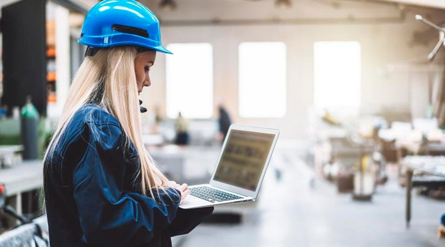 Digital Transformation for the Deskless Workforce of the Industry